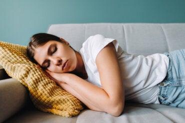 Dormir la siesta para combatir el estrés