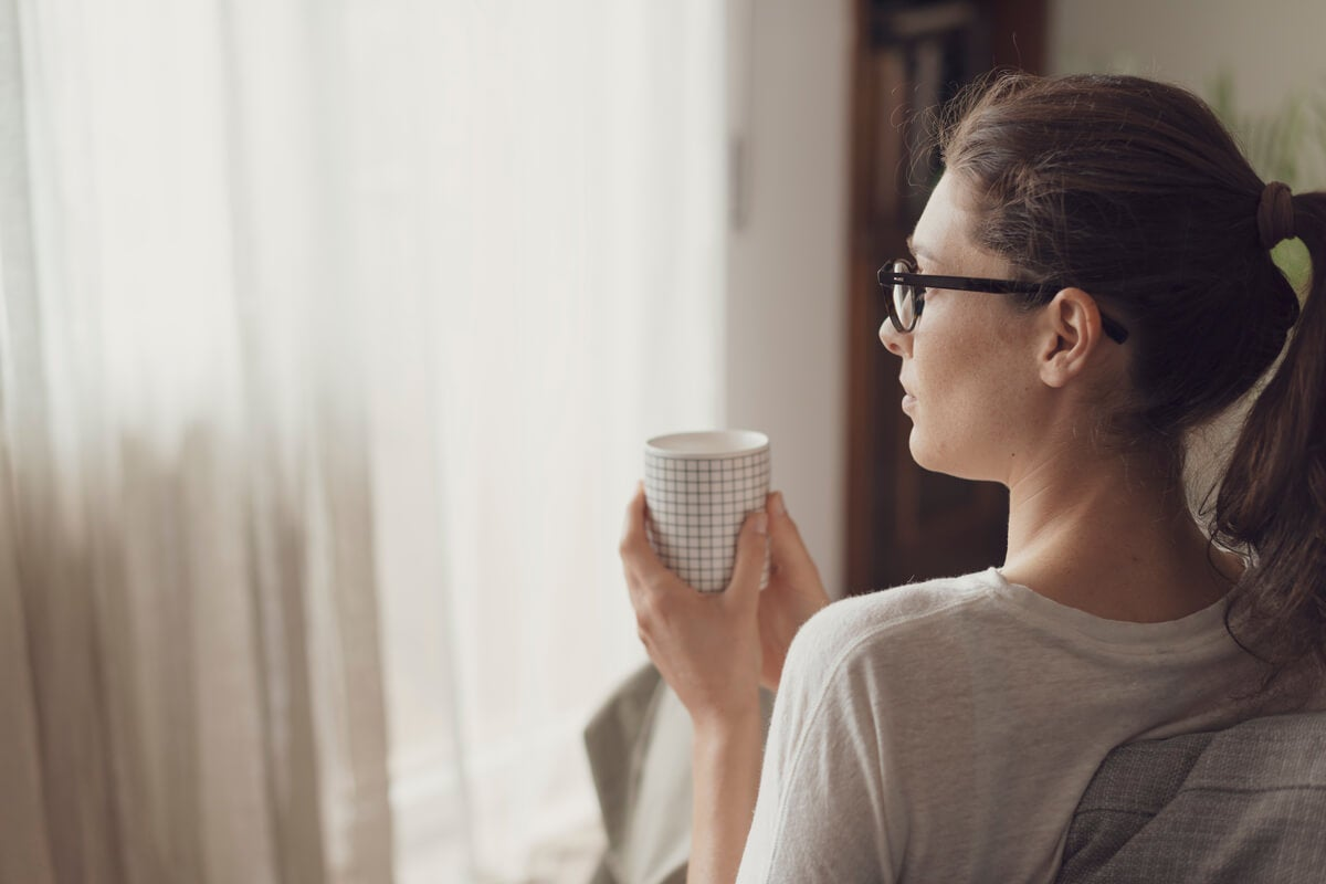 Mujer tomando café