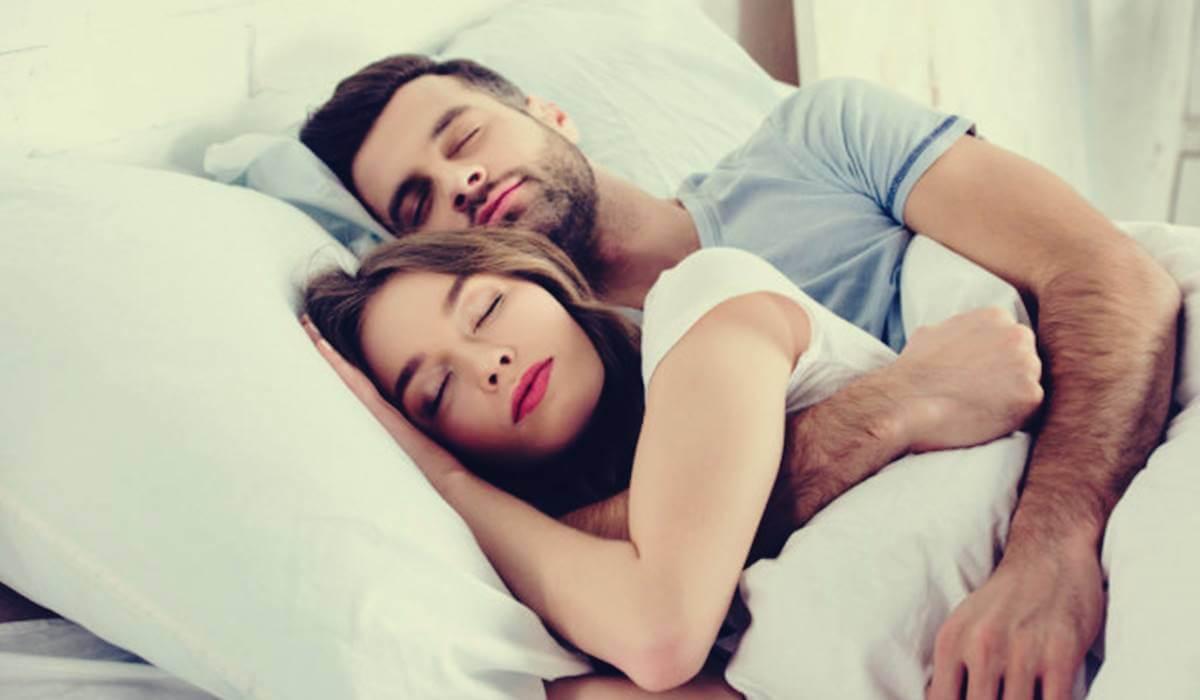 Dormir en pareja mejora la salud cerebral