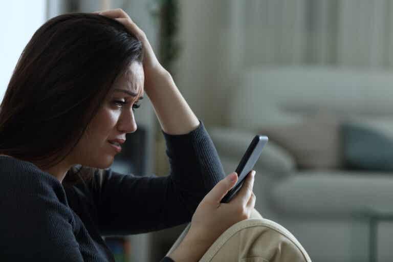 Mensajes abusivos de las exparejas: un riesgo para la salud mental