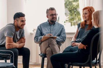 Terapia de grupo: qué es, características y objetivos