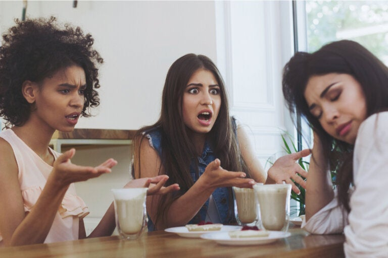 4 formas en que la falta de asertividad afecta a las amistades