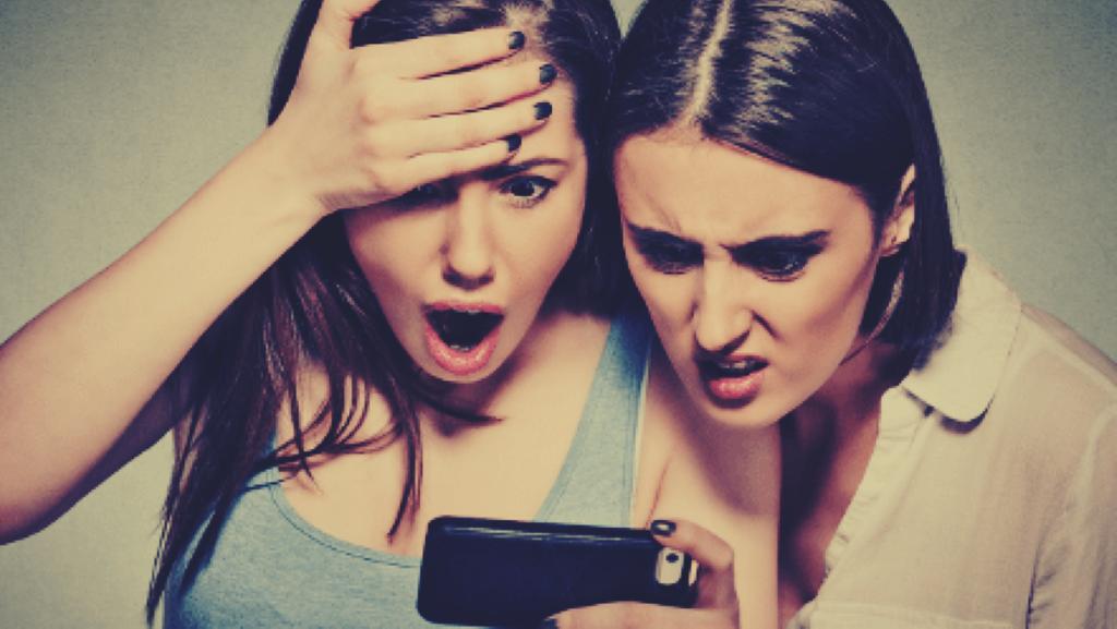 chicas reaccionando ante el cyberflashing