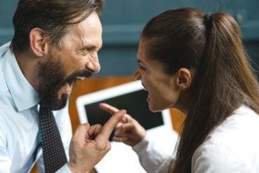 ¿Qué es la comunicación agresiva?