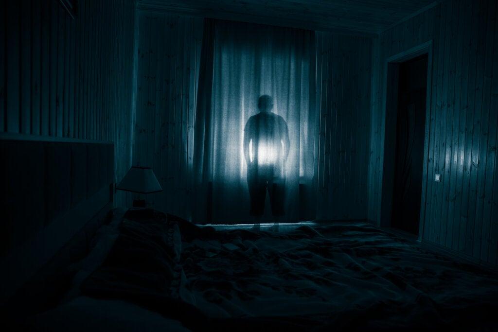 Fantasma en una habitación