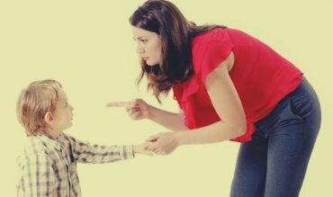 Madres autoritarias: ¿cómo son?