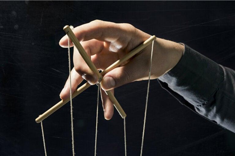 Los principales tipos de engaño usados desde el poder