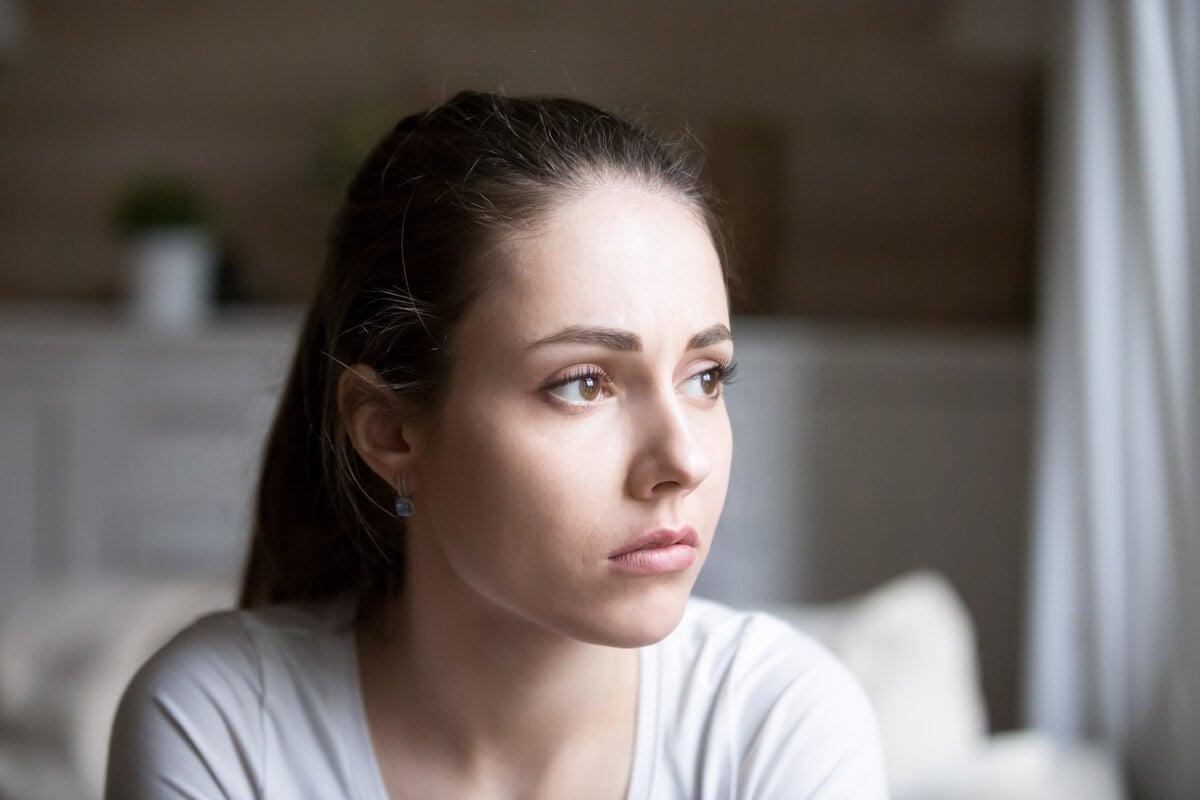 Mujer con dispersión mental