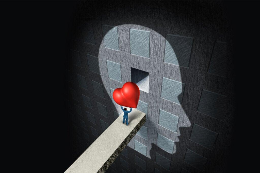 Persona entrando un corazón en la mente