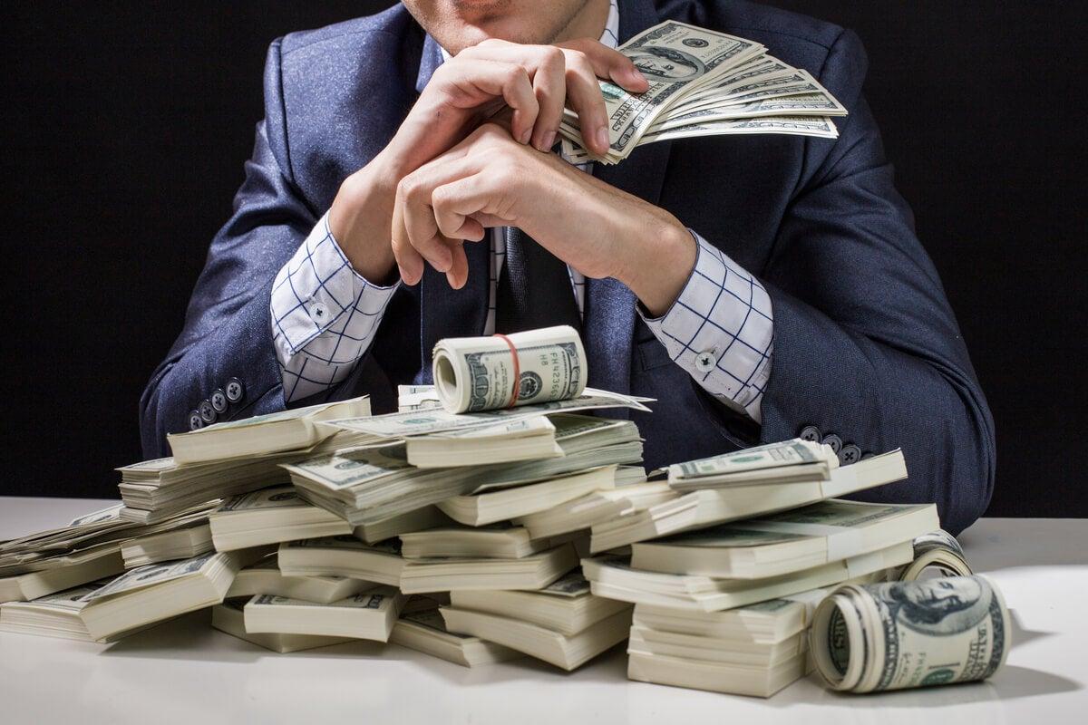 Obsesión por el dinero o crematomanía: ¿en qué consiste?