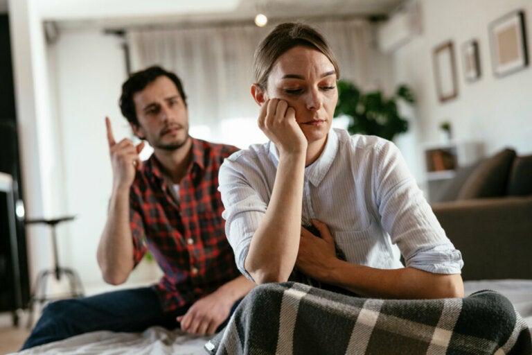 Actitudes controladoras en pareja que debes evitar