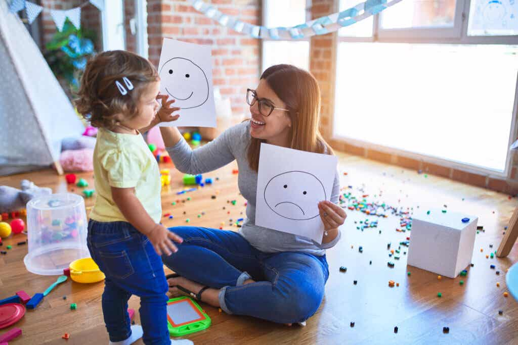 Madre e hija con dibujos