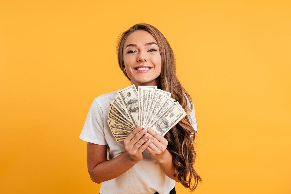 La relación entre el dinero y la felicidad según la ciencia