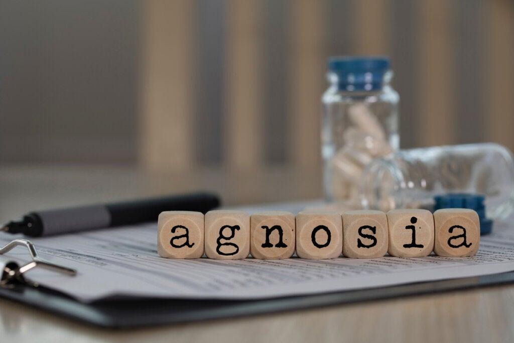 Palabra agnosia en cubos de madera