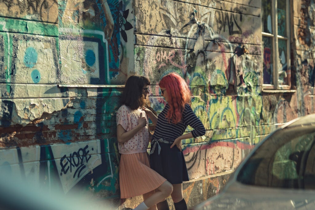 Chicas mirándose