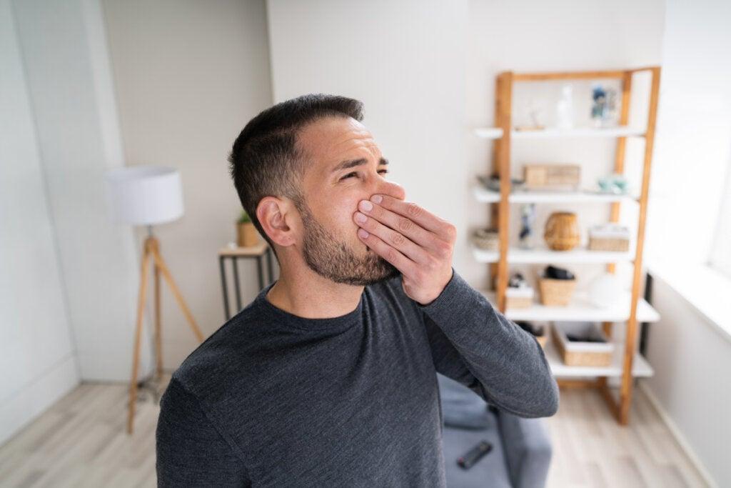 Hombre con agnosia olfativa