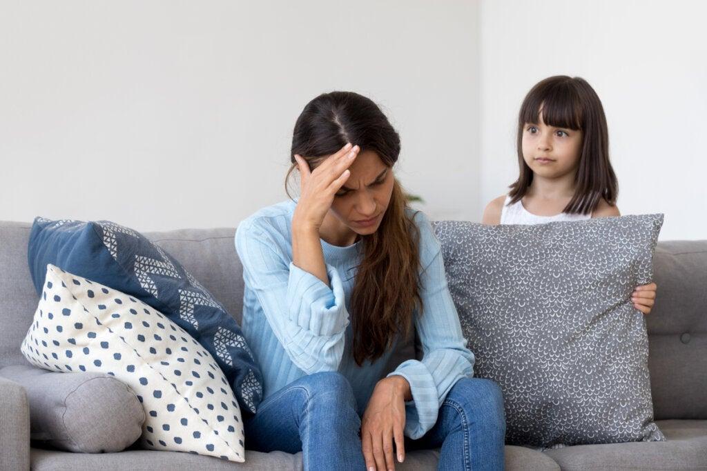 Madre rechazando a su hija