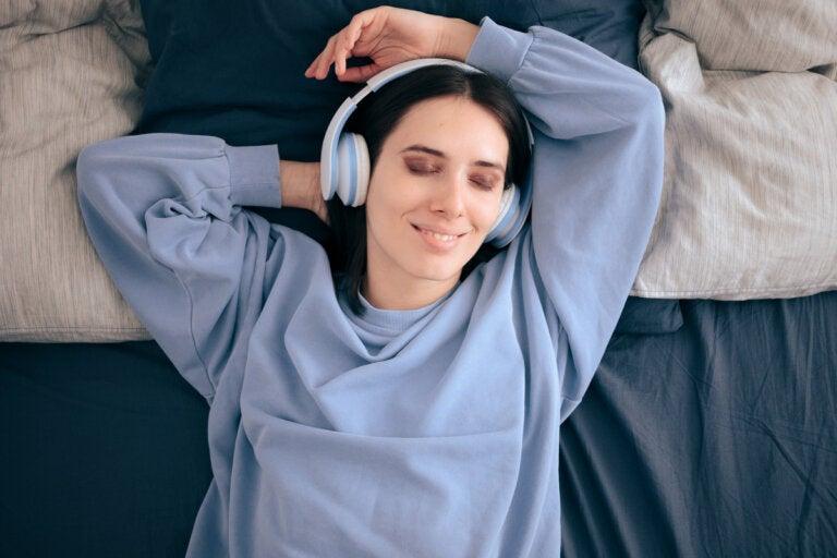 ¿Es bueno escuchar música antes de ir a dormir?