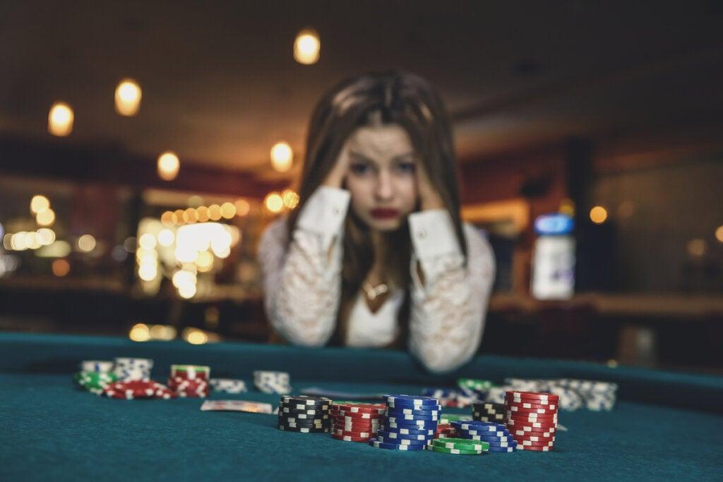 Mujer con problemas de juego patológico