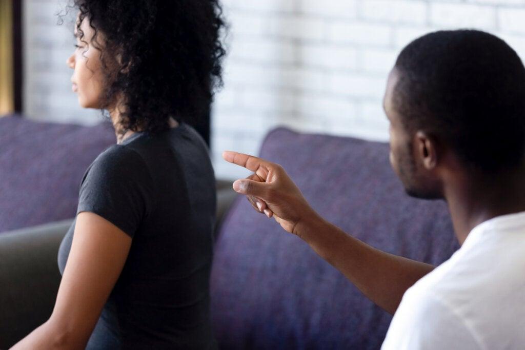 Mi pareja me echa la culpa de todo: ¿qué puedo hacer?