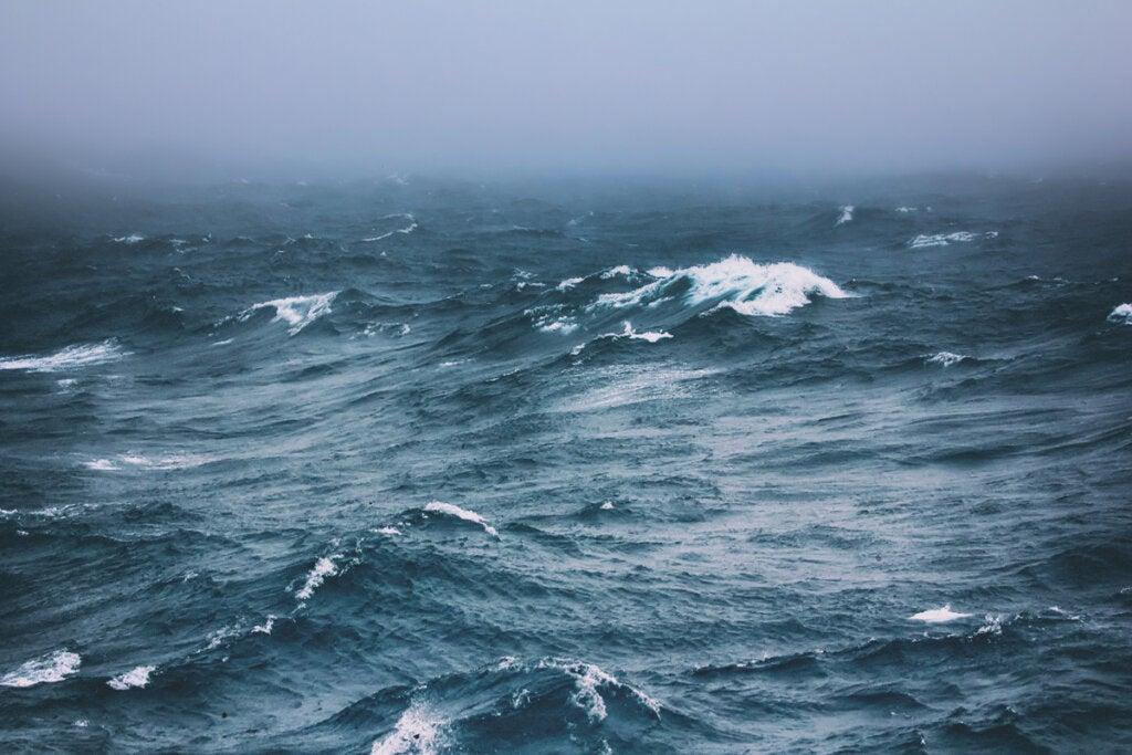 Mar con mucho oleaje