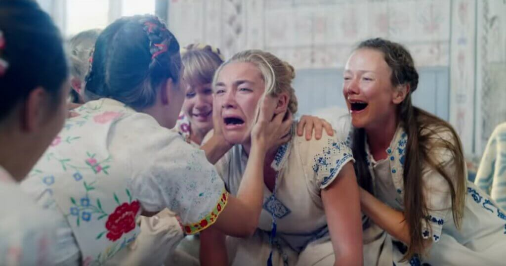 Mujeres en grupo con caras asustadas