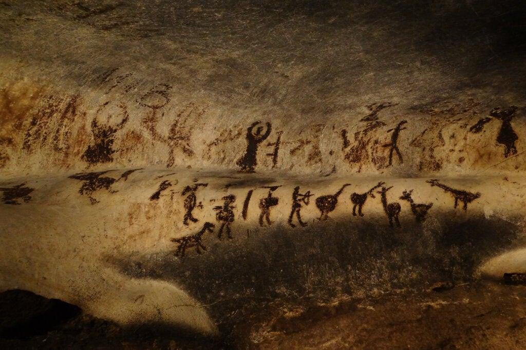 Pinturas de la prehistoria en una cueva