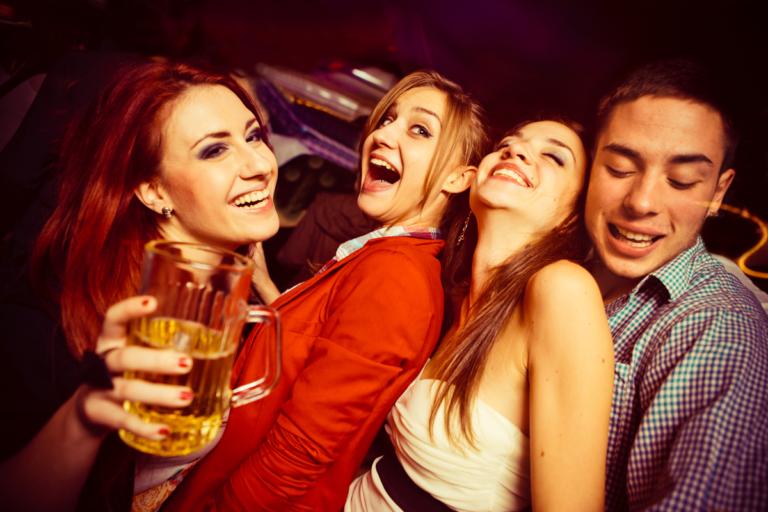 Extraño caso de la gente que se divierte sin tomar alcohol