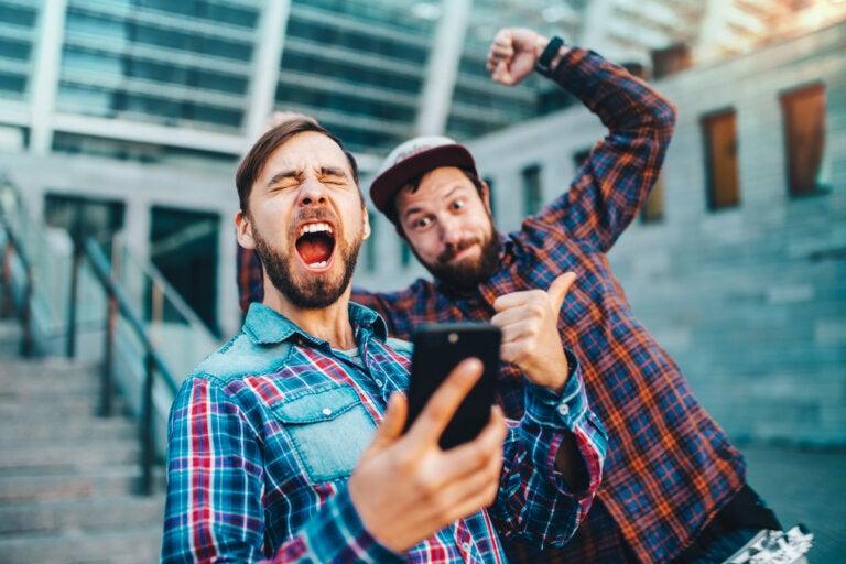Efecto de desinhibición online: ¿somos más valientes en internet?